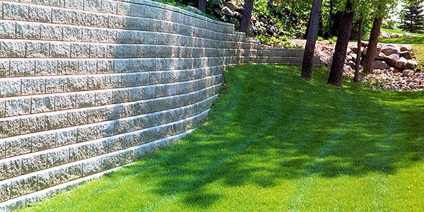 Allan Block Retaining Wall Yard Tall